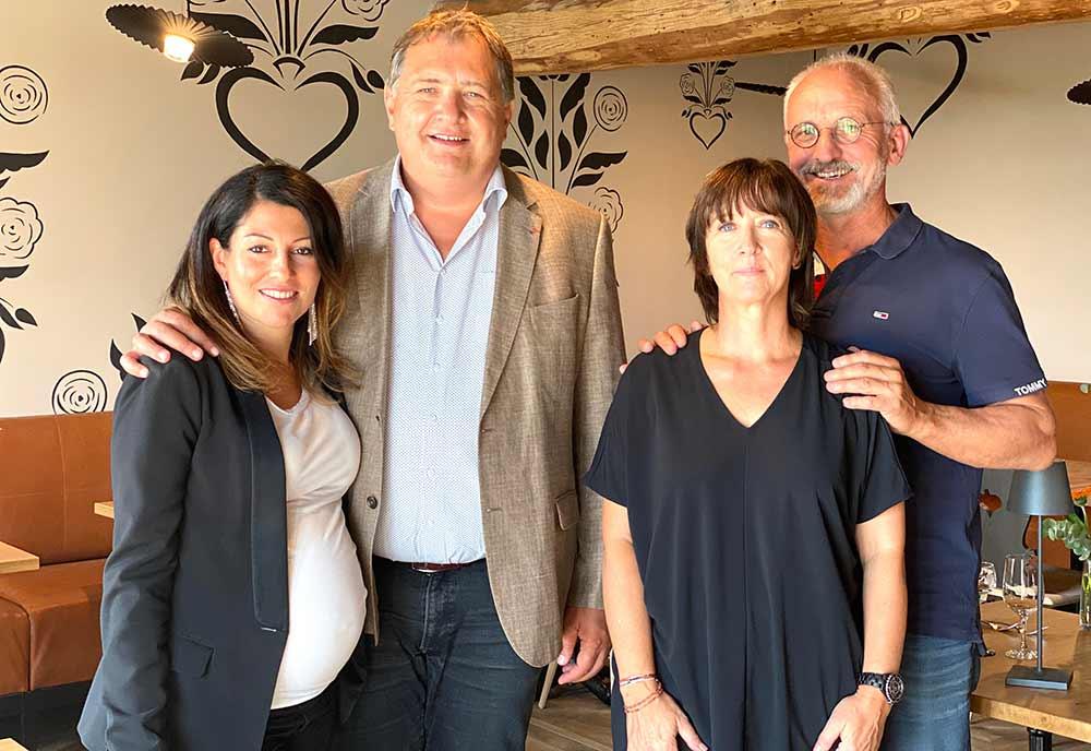 Bruno & Mado Simon, Elodie et Bernard_